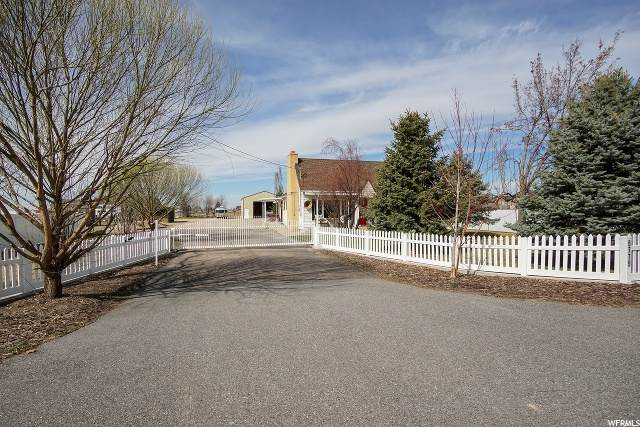 5779 S 5500 W, Hooper, UT 84315 (#1661007) :: Doxey Real Estate Group