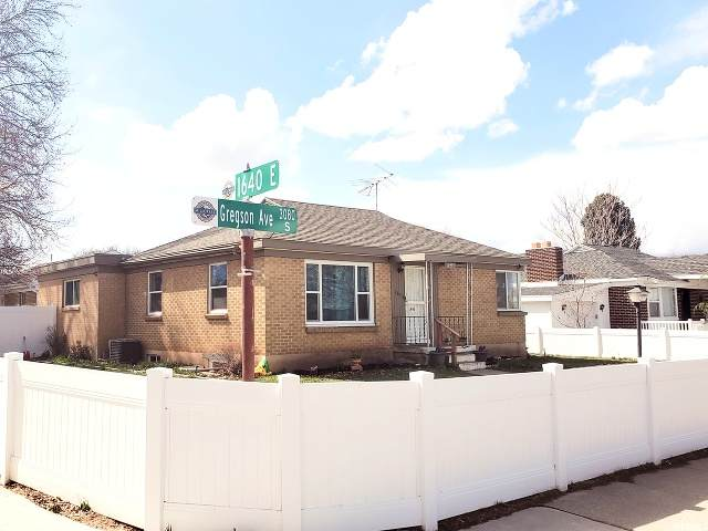 1632 Gregson Ave - Photo 1