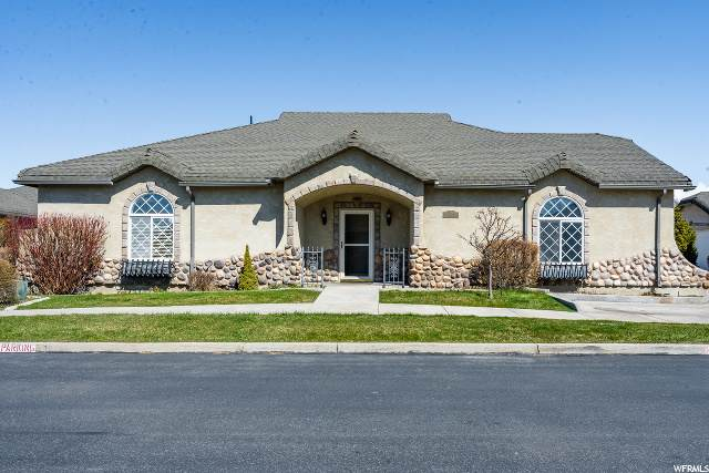379 Meadow Ln, Providence, UT 84332 (#1664440) :: Big Key Real Estate