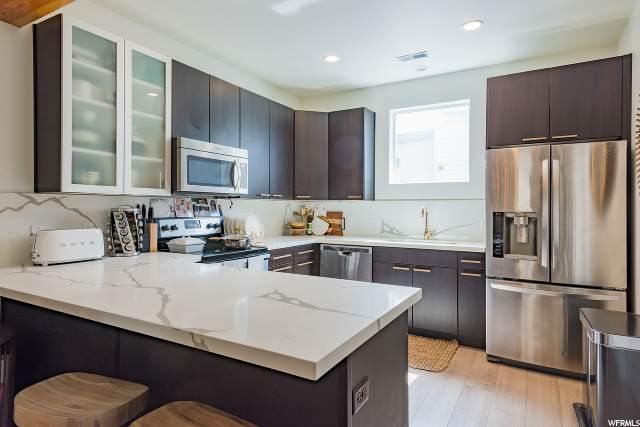 1027 W Soho Dr S, Midvale, UT 84047 (#1664787) :: Bustos Real Estate | Keller Williams Utah Realtors