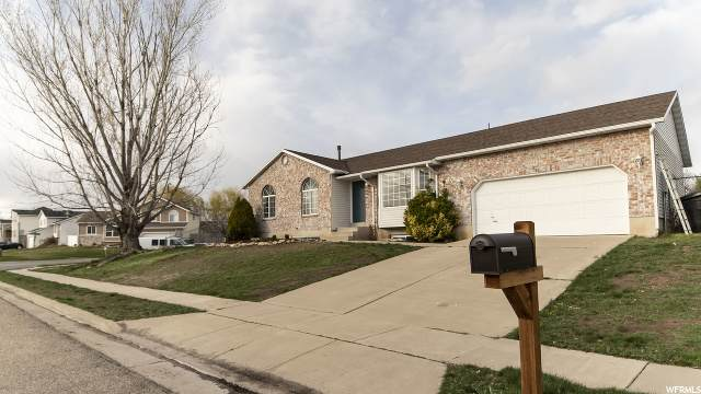 2062 S Katies Way W, Clearfield, UT 84015 (#1664834) :: Doxey Real Estate Group