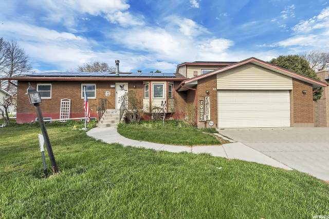 10297 S Weeping Willow Dr, Sandy, UT 84070 (#1664938) :: goBE Realty