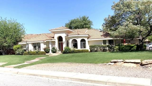 2735 Rio Vista Dr, St. George, UT 84790 (#1673829) :: Red Sign Team