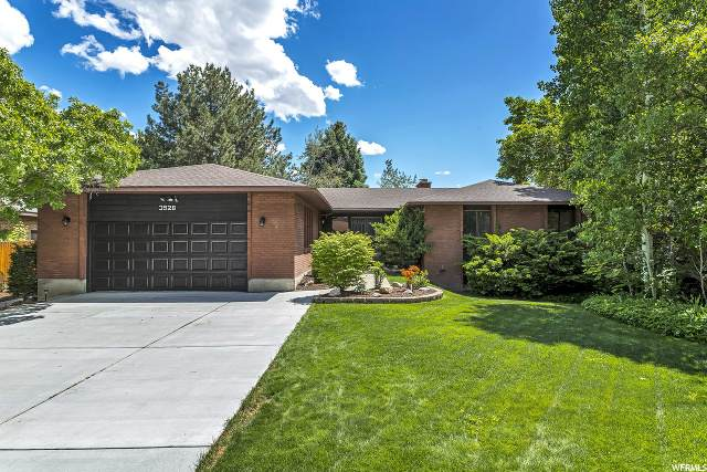 3528 E Summer Oaks Cir, Cottonwood Heights, UT 84121 (#1676192) :: Big Key Real Estate