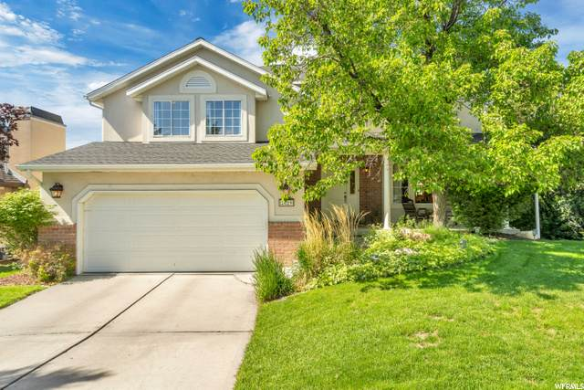 2029 E Village Oak Ln, Sandy, UT 84092 (#1679224) :: Utah Best Real Estate Team | Century 21 Everest