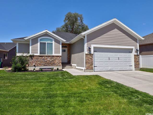 305 W 160 N, Clearfield, UT 84015 (#1684937) :: Doxey Real Estate Group