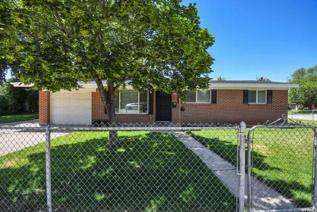 522 N Vickie Ln W, Clearfield, UT 84015 (#1685193) :: Doxey Real Estate Group