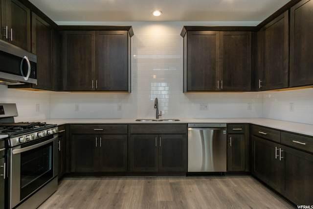 2107 N 675 W #158, Layton, UT 84041 (#1685661) :: Doxey Real Estate Group