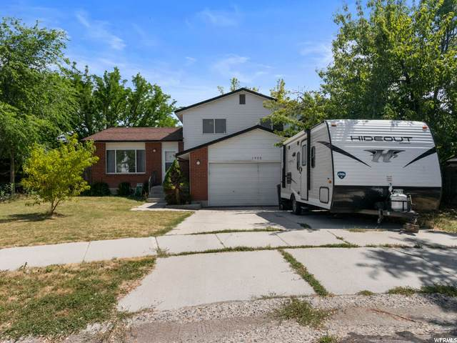 1955 W Hew Wood Ct, Taylorsville, UT 84129 (#1690765) :: Gurr Real Estate