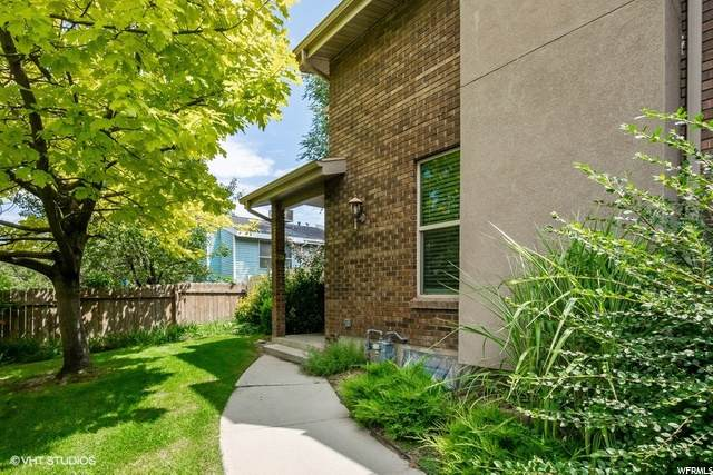 762 E Oakwood Park Cir S, Sandy, UT 84094 (#1692727) :: Big Key Real Estate