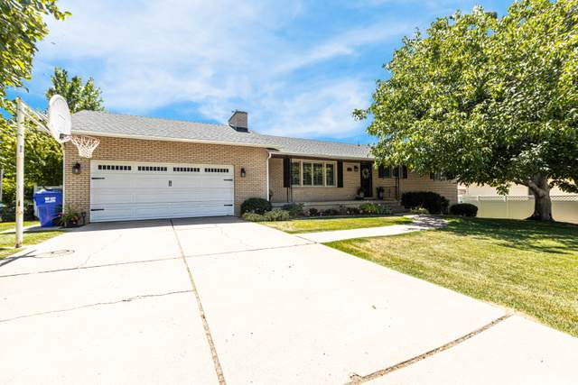 95 W Chase Ln, Centerville, UT 84014 (#1693341) :: goBE Realty