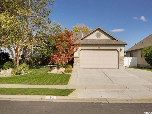 901 E James Cir, Clearfield, UT 84015 (#1700504) :: Doxey Real Estate Group