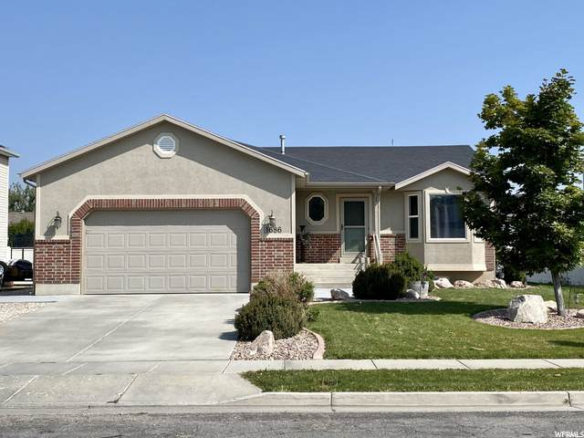 1686 N 2400 W, Clinton, UT 84015 (#1702812) :: Doxey Real Estate Group