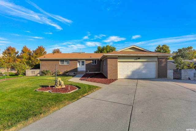 6749 S Hollow Dale Cir E, Cottonwood Heights, UT 84121 (#1706773) :: goBE Realty