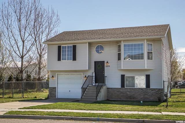 2252 N 2400 W, Clinton, UT 84015 (#1707062) :: Doxey Real Estate Group