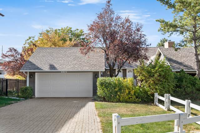 6924 S Hillside Village Cir, Cottonwood Heights, UT 84121 (#1707676) :: goBE Realty