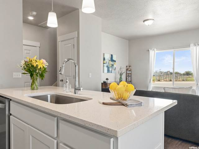 819 S Cowans Ct #17, Clearfield, UT 84015 (#1709484) :: REALTY ONE GROUP ARETE