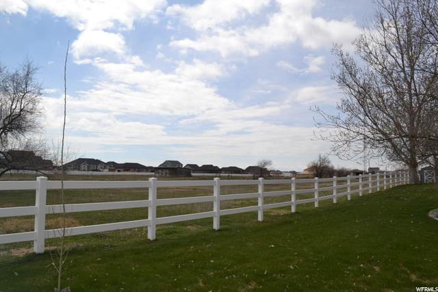 5573 S 4300 W, Hooper, UT 84315 (#1718602) :: Doxey Real Estate Group