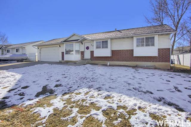 320 W 25 S, Clearfield, UT 84015 (#1721160) :: Colemere Realty Associates