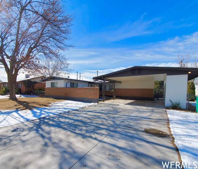 6075 S 2125 W, Roy, UT 84067 (MLS #1725039) :: Lawson Real Estate Team - Engel & Völkers