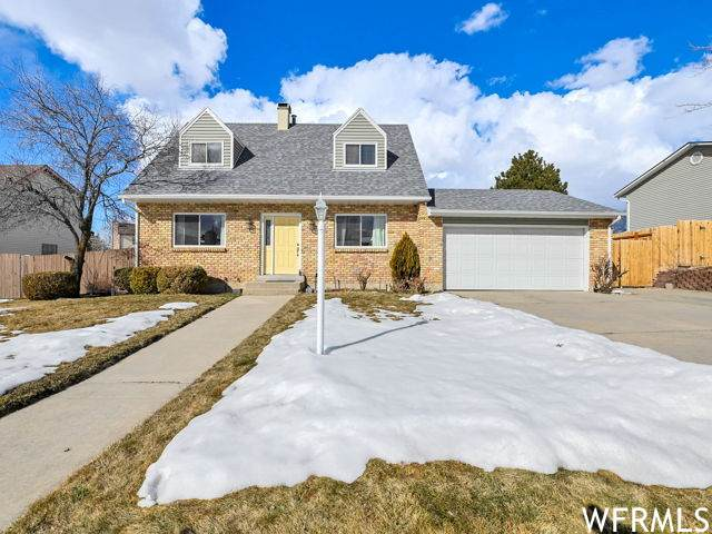 2555 E Cliff Swallow Dr, Sandy, UT 84093 (#1726583) :: Utah Dream Properties