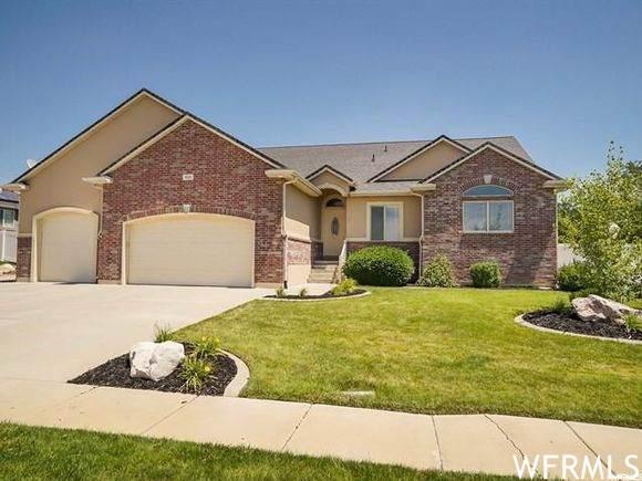 929 S 2500 W, Syracuse, UT 84075 (#1731527) :: Berkshire Hathaway HomeServices Elite Real Estate