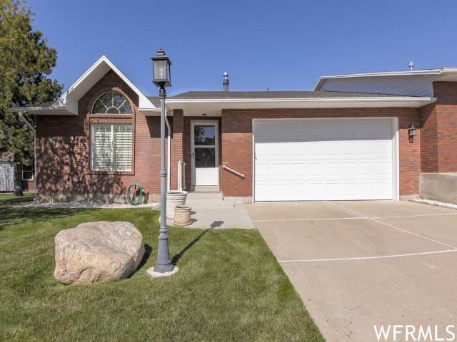 1002 E 5775 S, South Ogden, UT 84405 (#1735136) :: Doxey Real Estate Group
