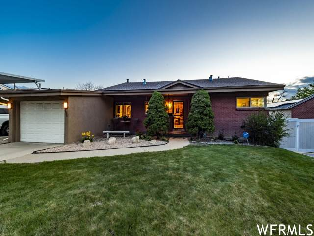 3934 S Pinetree Dr E, Holladay, UT 84124 (#1740102) :: Livingstone Brokers