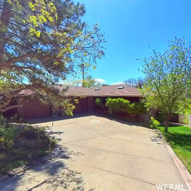 4548 S Wallace Ln, Salt Lake City, UT 84117 (#1741126) :: Black Diamond Realty
