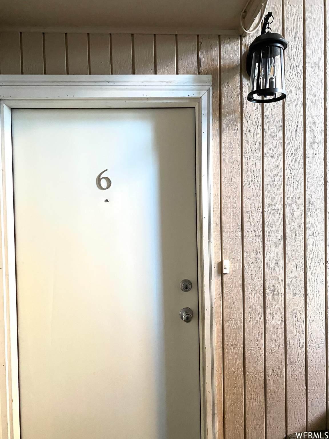 768 Redwood - Photo 1