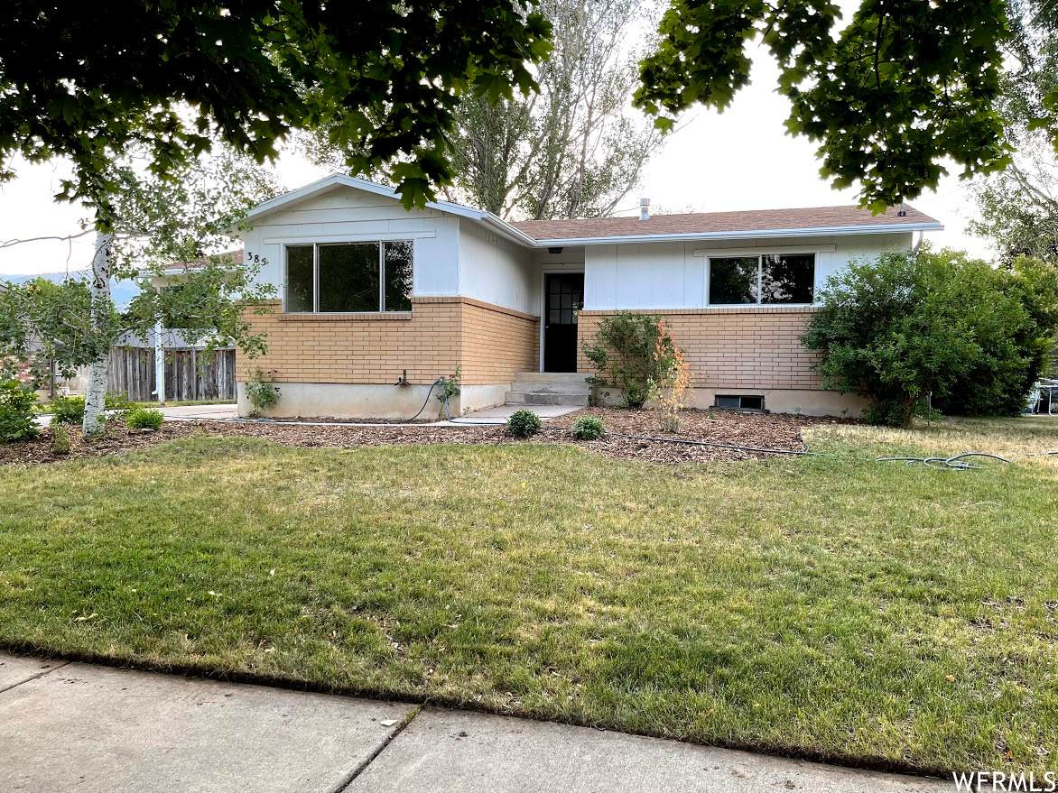 385 Rosewood Dr - Photo 1