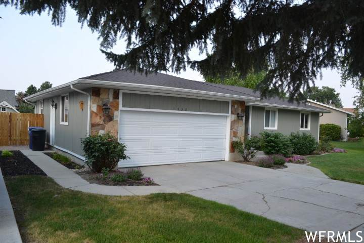1430 Eastpoint Dr - Photo 1
