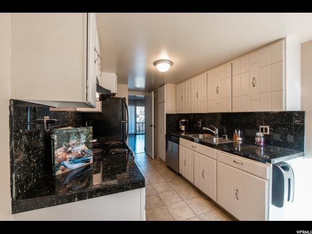 4774 Woodduck Ln, Holladay, UT 84117 (#1567965) :: Red Sign Team