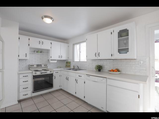 3708 W Englewood Dr, Taylorsville, UT 84129 (#1573480) :: Red Sign Team