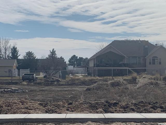 2833 W 3325 N, Farr West, UT 84404 (#1585718) :: Colemere Realty Associates