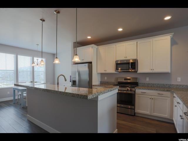 1011 W Painted Horse Ln S, Bluffdale, UT 84065 (#1588841) :: Keller Williams Legacy