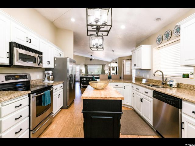 945 W Edge Hill Ln, St. George, UT 84770 (#1596678) :: Action Team Realty