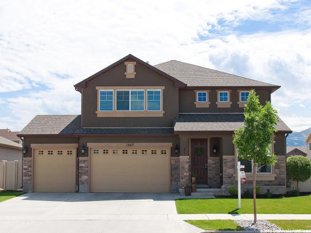 1062 N Fox Hollow Dr, North Salt Lake, UT 84054 (#1604103) :: The Fields Team