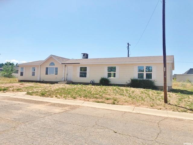 325 N Bonnie Dr, Roosevelt, UT 84066 (#1623023) :: Big Key Real Estate
