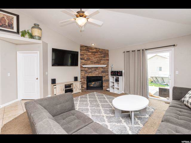 3033 S Hunter Mesa Dr W, West Valley City, UT 84128 (#1630190) :: Colemere Realty Associates