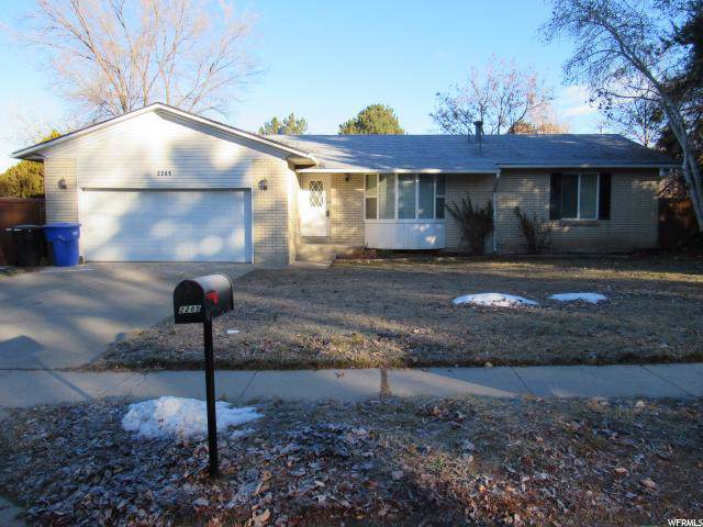 2285 E Creek Rd S, Cottonwood Heights, UT 84093 (#1645233) :: Exit Realty Success