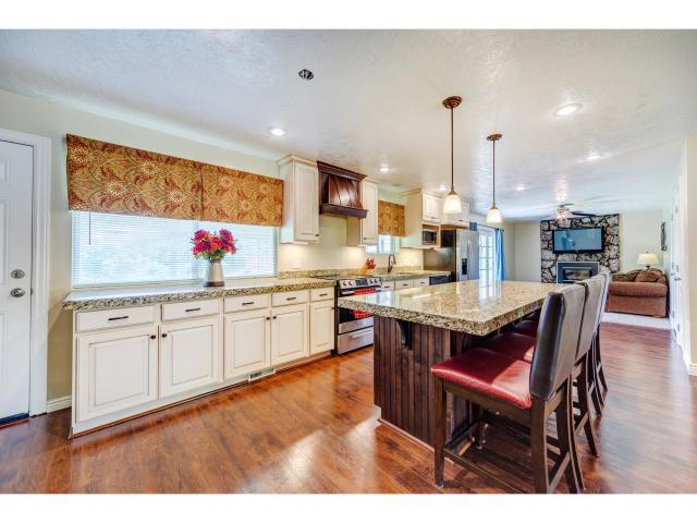 9039 S Julie Ann Way W, West Jordan, UT 84088 (#1547736) :: The Fields Team