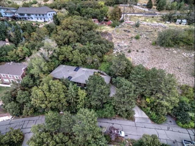 3145 E Tolcate Hills Dr, Holladay, UT 84121 (#1562317) :: goBE Realty
