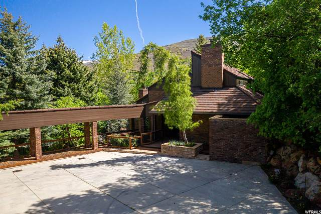 2461 S Wood Hollow Way, Bountiful, UT 84010 (#1652798) :: Red Sign Team