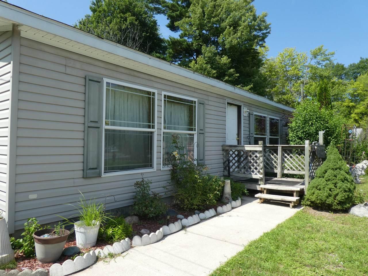 1632 Lakeview Drive - Photo 1