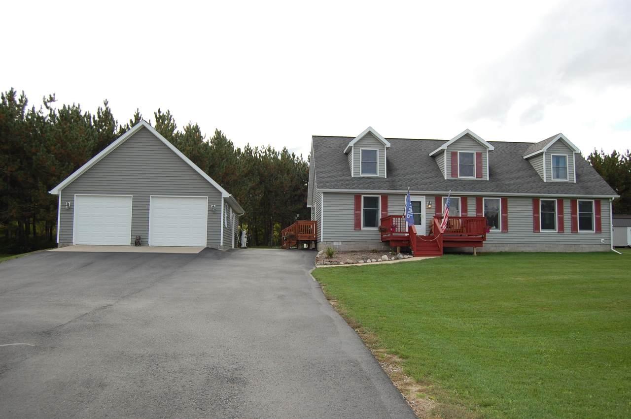 2060 Lakeview Lane - Photo 1