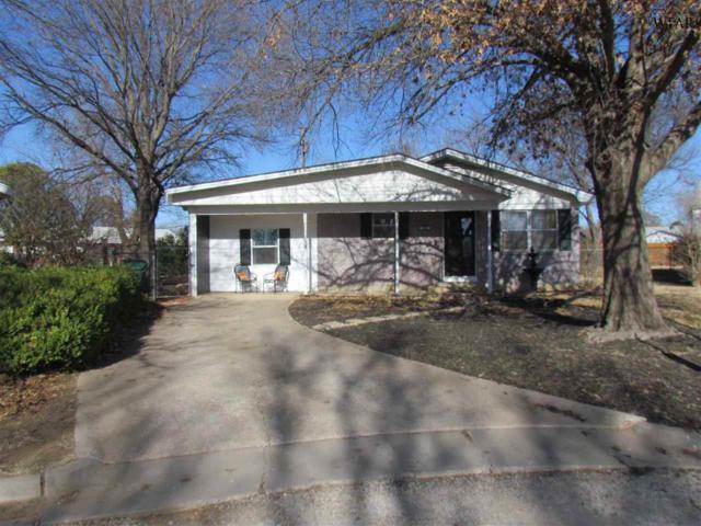 208 Clark Circle, Henrietta, TX 76365 (MLS #147923) :: WichitaFallsHomeFinder.com