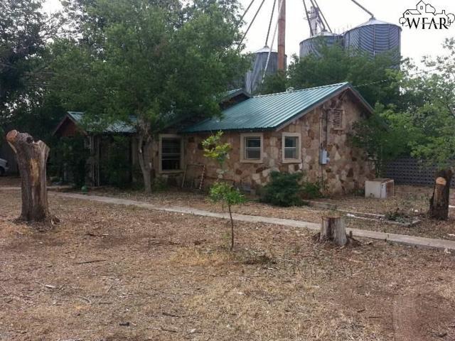 205 W Chestnut, Throckmorton, TX 76483 (MLS #150912) :: WichitaFallsHomeFinder.com