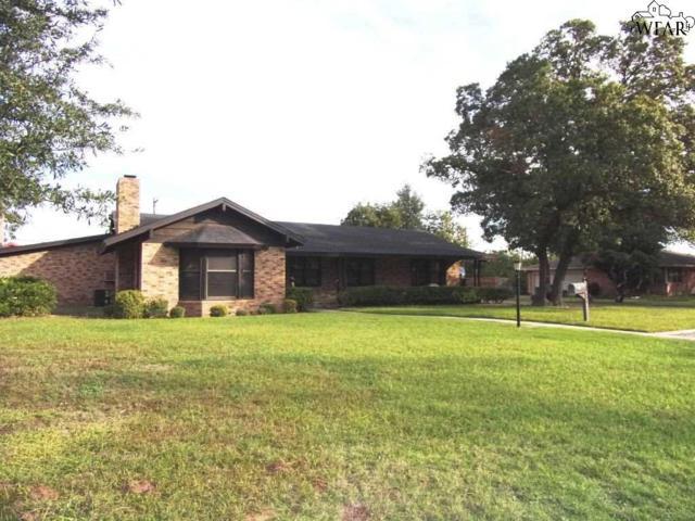 3804 Buffalo Street, Vernon, TX 76384 (MLS #151011) :: WichitaFallsHomeFinder.com