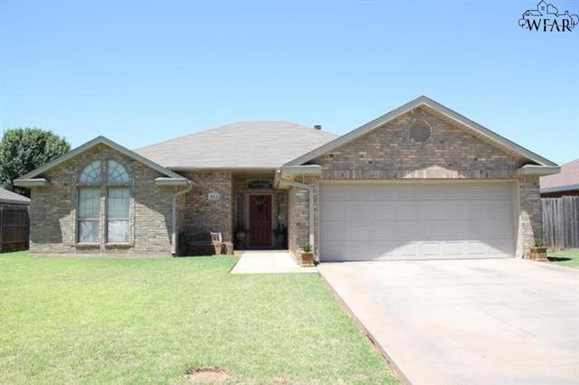 812 Sugarbush Lane, Burkburnett, TX 76354 (MLS #152848) :: WichitaFallsHomeFinder.com